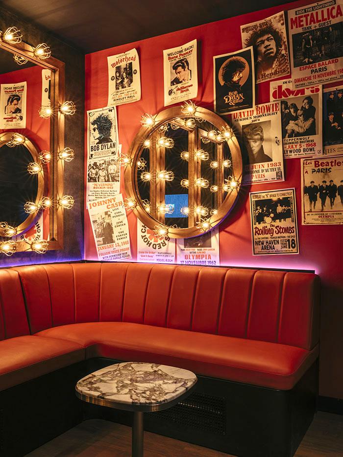 Inspirado en la vivienda de Pierre, unjoven hijo de una bailarina y de un cantante de jazz y director de teatro. De ahí la decoración de esta sala del karaoke de Paris