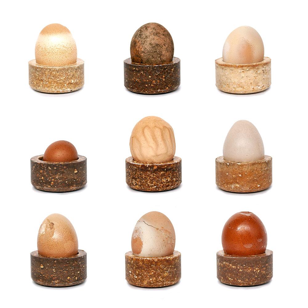 Basse Stittgen. Joyero y porta-huevos, la materia prima el reciclado de desperdicios de los huevos